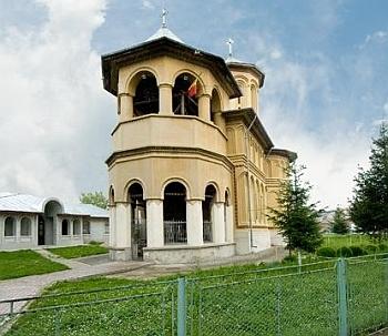 Biserica Trei Ierarhi - Filipestii de Padure