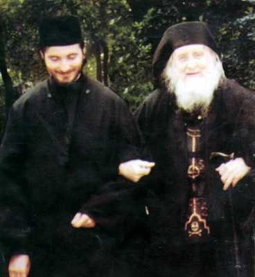 Parintele Sofronie Zaharov insotit de un ucenic