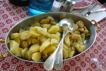 Cartofi rasol cu sos de gogosari