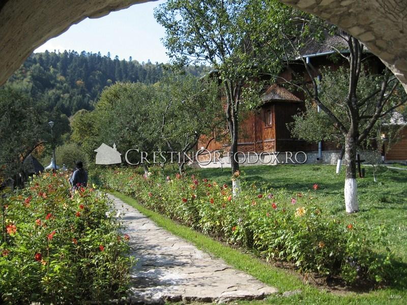 Curtea Manastirii Agapia Veche