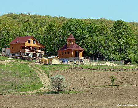 Schitul Sfantul Gherman din Dobrogea - Canaraua Fetei