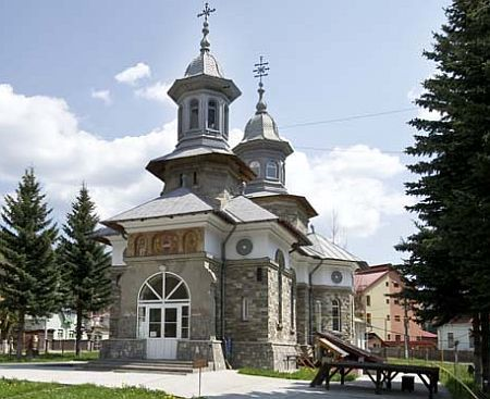 Biserica Sfanta Treime - Azuga