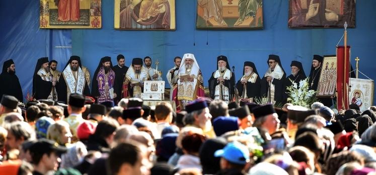 Sfintii Trei Ierarhi - invatatori, rugatori si ocrotitori ai Ortodoxiei