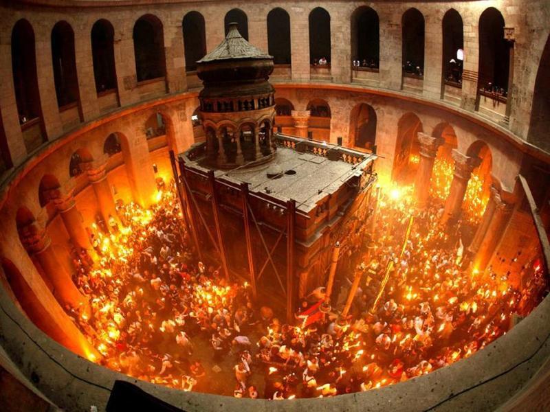 Avem nevoie de minuni pentru a crede? Venirea Luminii Sfinte la Ierusalim si scepticii de serviciu