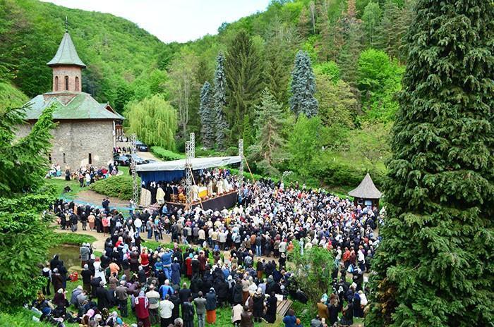Pelerinaj la Manastirea Prislop - Parastasul Parintelui Arsenie Boca