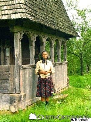 Biserica de lemn Sfantul Ilie din Cupseni - Taranca romanca