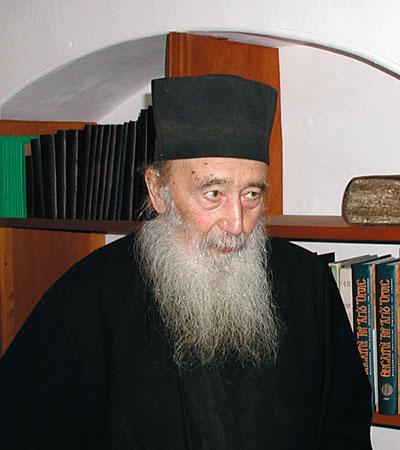 Interviu cu Arhimandritul Petroniu Tanase, staretul Schitului Prodromu