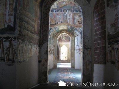 Manastirea Probota - Naos, pronaos, gropnita, pridvor