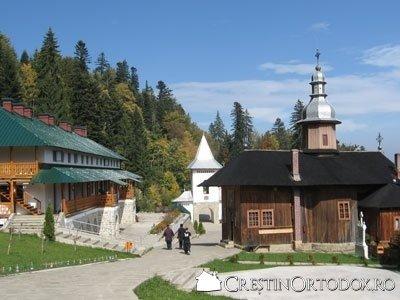 Schitul Sihla - Biserica si arhondaricul