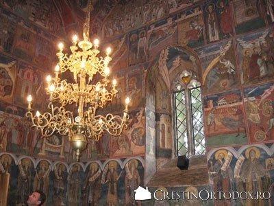 Manastirea Humor - Pronaosul (policandru)