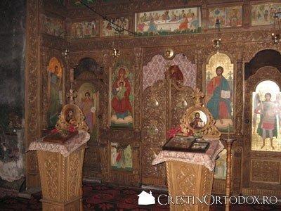 Manastirea Bogdana - Iconostas si Axionita