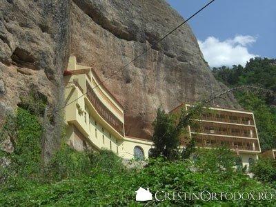 Manastirea Mega Spileo
