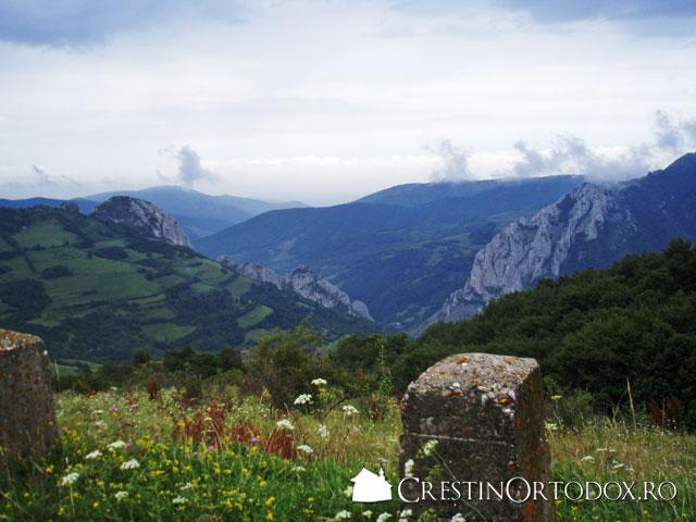 Munttii Apuseni - In drum spre Manastirea Ponor