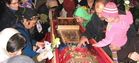 Pelerin la moastele Sfintei Parascheva