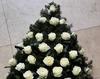 Coroana funerara din trandafiri albi
